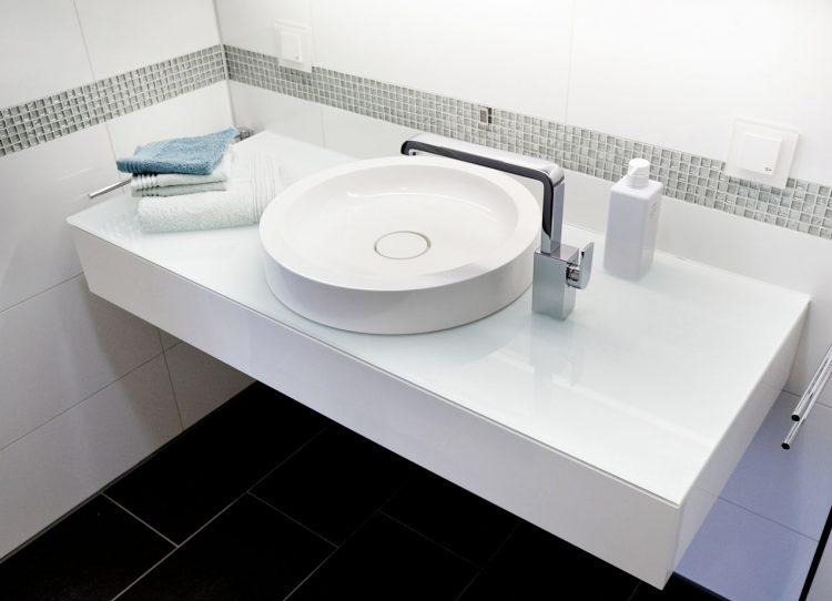30 Jahre sind genug: Waschplatz mit Stauraum