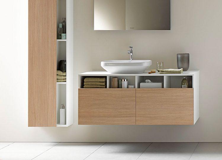 Badezimmermöbel holz natur  Moderne Badmöbel sehen schick aus und halten Ordnung.