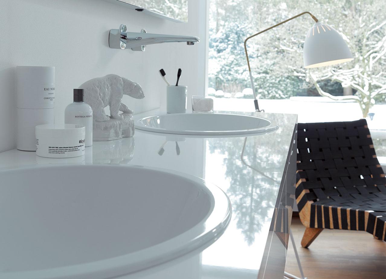 wenn der eisb r steppt lockt das bad mit kuscheligem licht und d ften. Black Bedroom Furniture Sets. Home Design Ideas