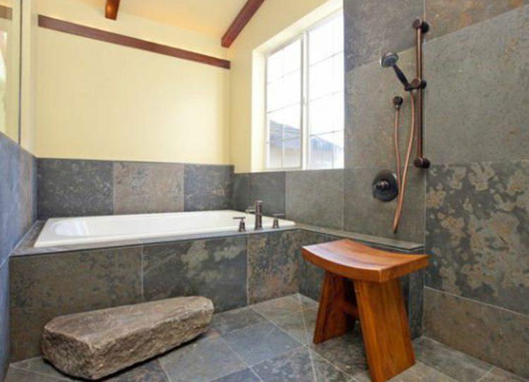 der hocker praktischer kleiner helfer im alltag nat rlich auch im bad. Black Bedroom Furniture Sets. Home Design Ideas