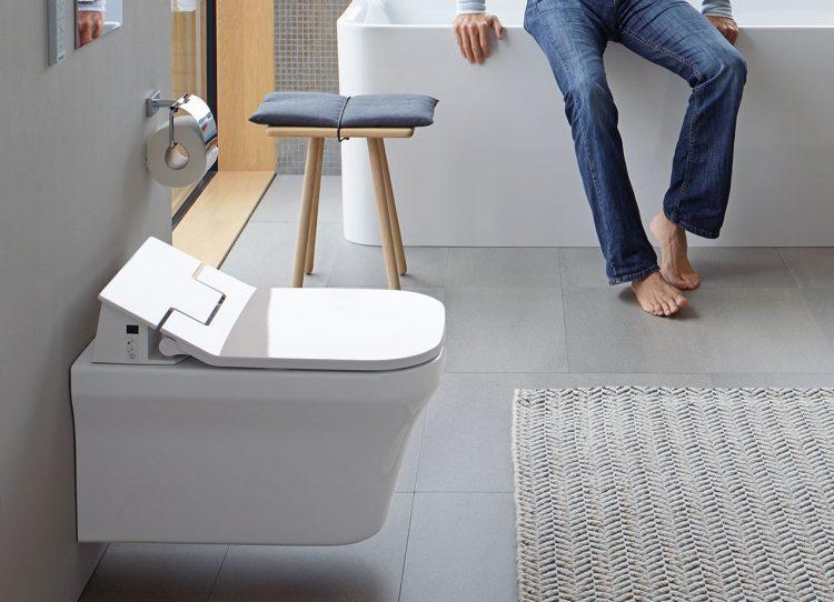 als einer von vielen badtrends 2017 wird das dusch wc gehandelt zur ish 2017 erwarten die. Black Bedroom Furniture Sets. Home Design Ideas