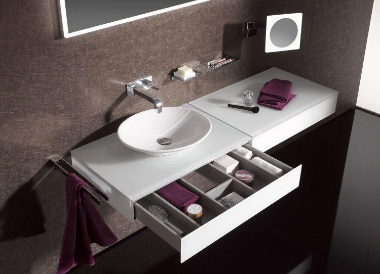 liebling schminktisch oder die renaissance eines fast. Black Bedroom Furniture Sets. Home Design Ideas